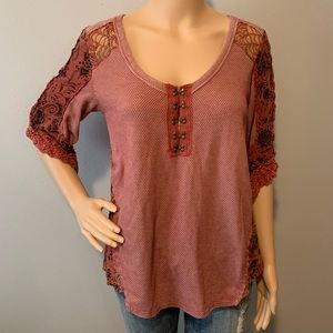 Gimmicks by BKE Lace insert Burgandy Top Boho S